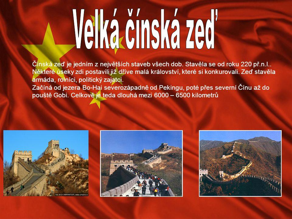 Čínská zeď je jedním z největších staveb všech dob. Stavěla se od roku 220 př.n.l.. Některé úseky zdi postavili již dříve malá království, které si ko