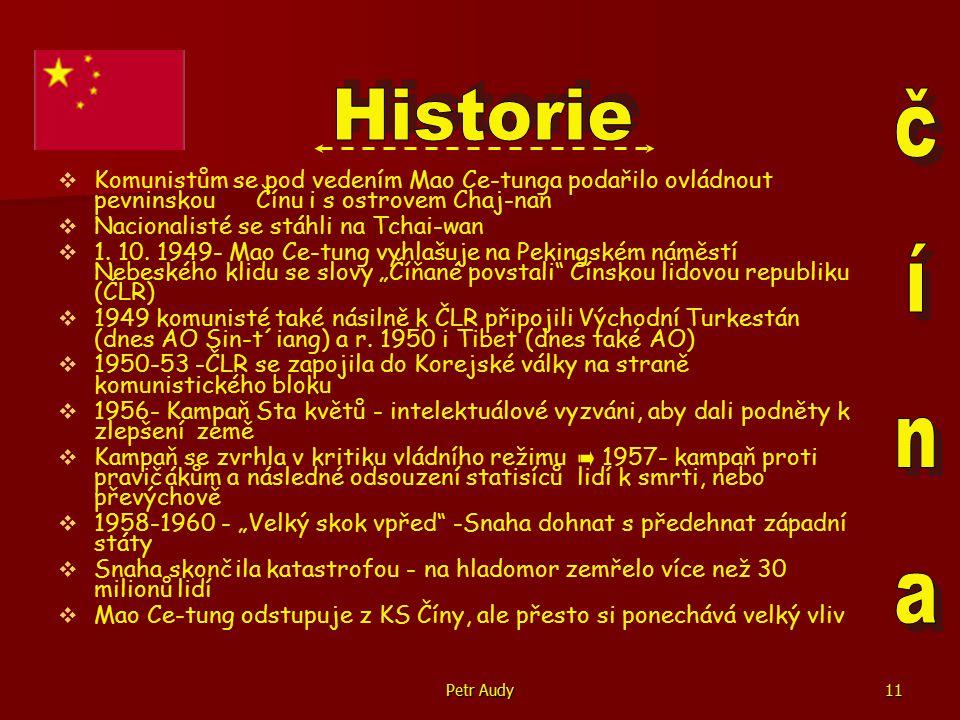 """Petr Audy12   Na Mao Ce-tungovo místo zvolen Liou Šao-čchi   1966 - Mao iniciuje """"Velkou kulturní proletářskou revoluci - postaveno na myšlence nepřetržité revoluce a masové demokracie - snaha vymítit kapitalizmus ve straně   Hlavní důvod spíše to, že Mao ztrácel vliv ve straně, tak chtěl odstranit své odpůrce   Kampaň zaměřena proti : Starému myšlení, kultuře, obyčejům a návykům   Hnací silou byli mladí, kteří se spojovali do """" rudých gard   Oběťmi Liou Šao-čchi, Teng Siao-pching, zahraniční diplomaté a další autority   Obrovské škody na kulturním dědictví(pálení knih, ničení muzeí a historických budov,…)   V boji o moc však Mao Ce-tung se svými příznivci neuspěl   Mao se zastanci obviněn z uvedení země do chaosu a všichni byli odsouzeni k vysokým trestům"""