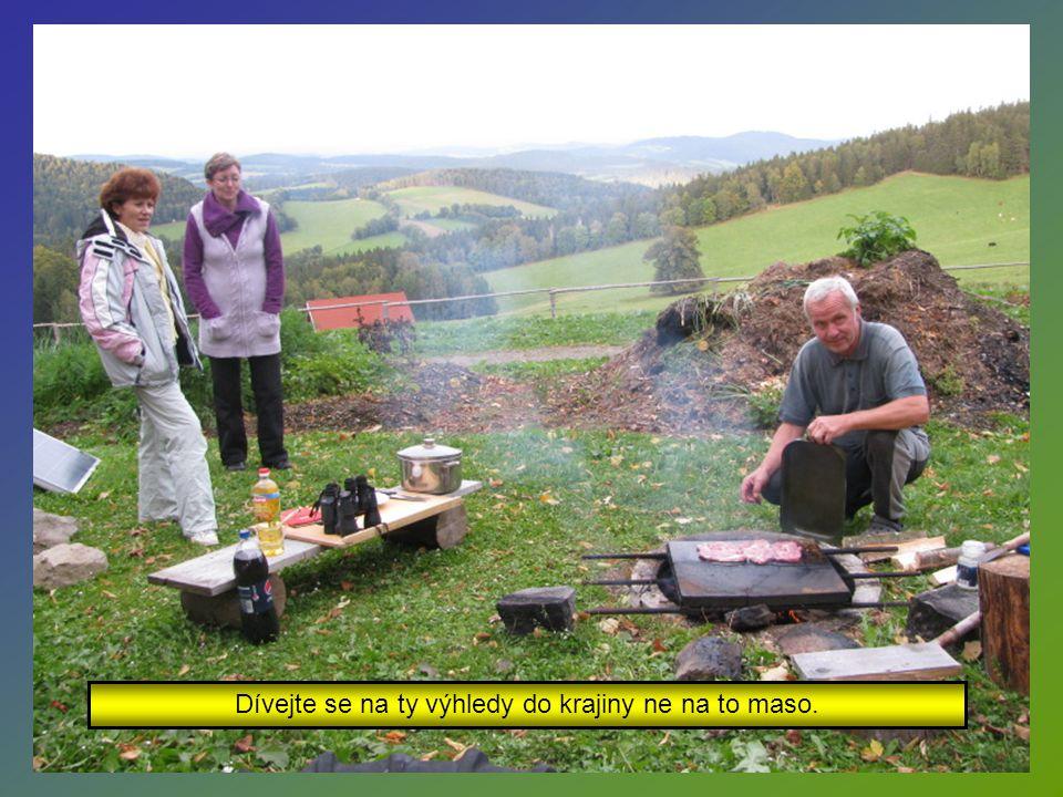 Připravil pro nás vynikají šumavskou polévku a večerní grilování.