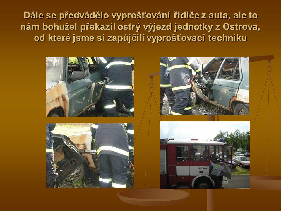 Autíčko bylo požárem zcela zničeno a ani řidič neměl šanci na záchranu a to byla opravdu chvilinka