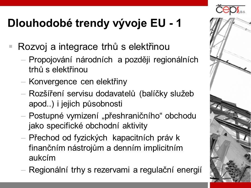 """Dlouhodobé trendy vývoje EU - 1  Rozvoj a integrace trhů s elektřinou –Propojování národních a později regionálních trhů s elektřinou –Konvergence cen elektřiny –Rozšíření servisu dodavatelů (balíčky služeb apod..) i jejich působnosti –Postupné vymizení """"přeshraničního obchodu jako specifické obchodní aktivity –Přechod od fyzických kapacitních práv k finančním nástrojům a denním implicitním aukcím –Regionální trhy s rezervami a regulační energií"""