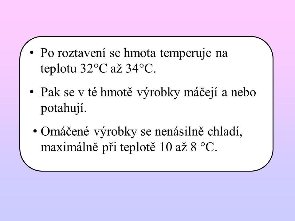 Po roztavení se hmota temperuje na teplotu 32°C až 34°C. Pak se v té hmotě výrobky máčejí a nebo potahují. Omáčené výrobky se nenásilně chladí, maximá