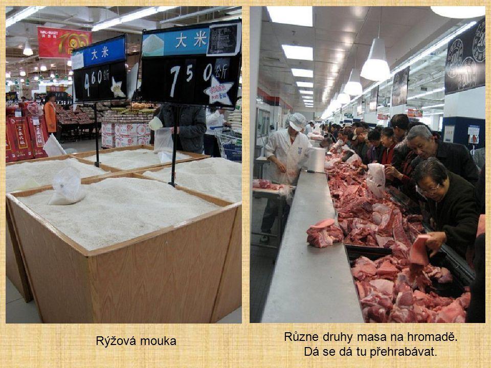 Rýžová mouka Různe druhy masa na hromadě. Dá se dá tu přehrabávat.