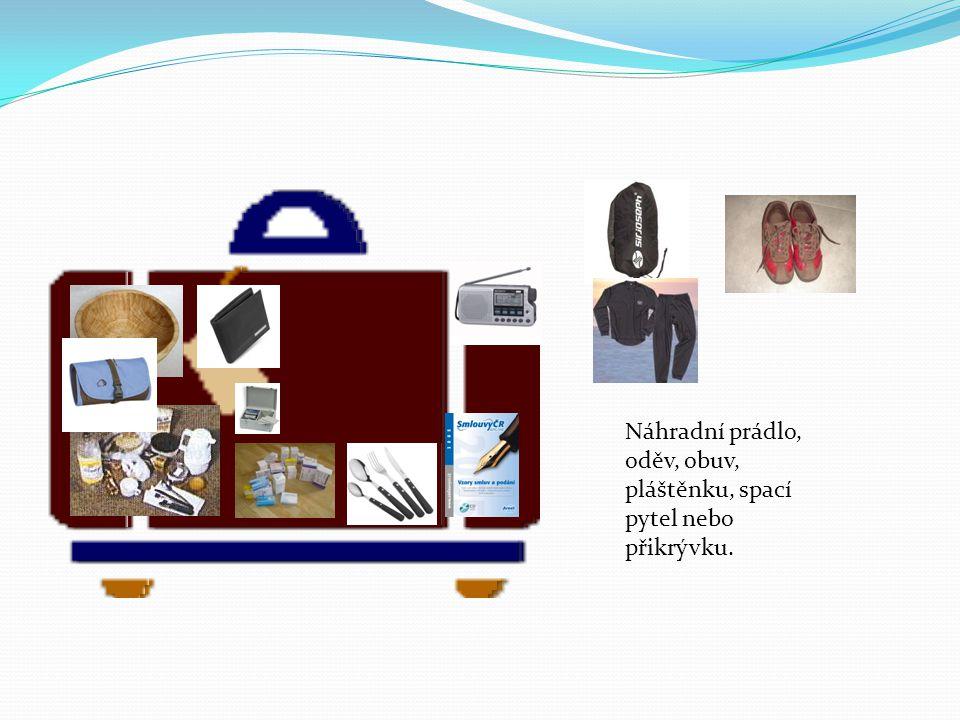 Náhradní prádlo, oděv, obuv, pláštěnku, spací pytel nebo přikrývku.