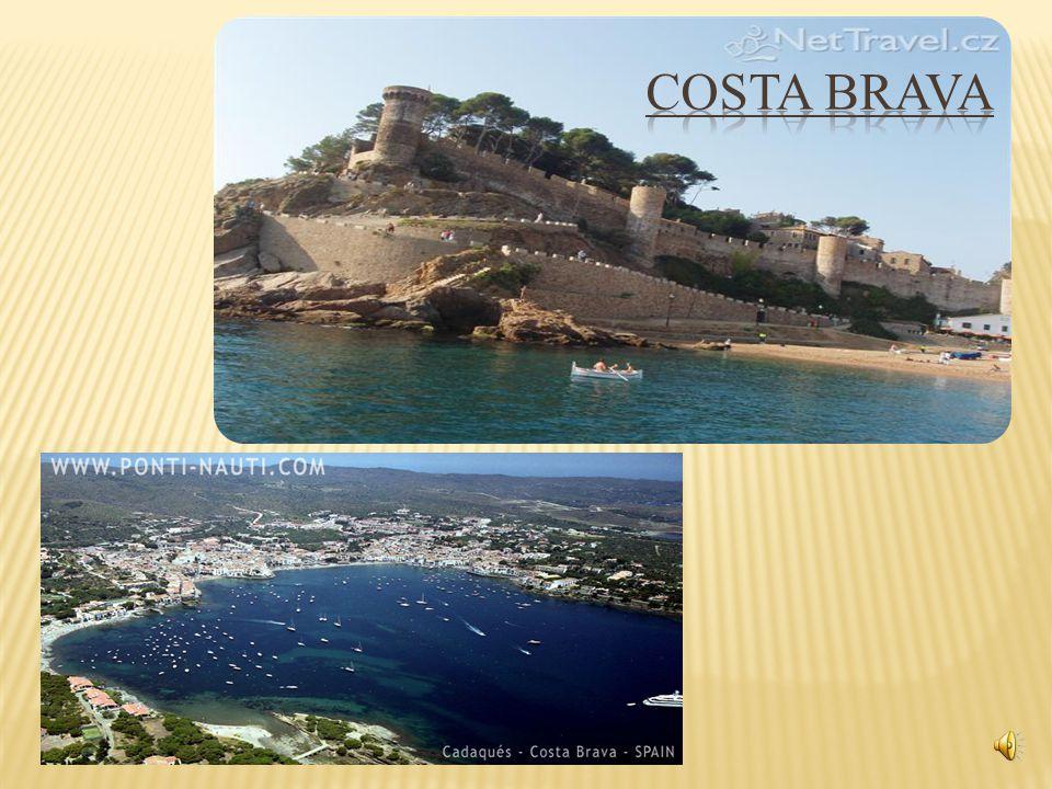  Costa Brava: Jedna z nejznámějších turistických oblastí, neboli Divoké pobřeží je velmi oblíbená rekreační destinace, která turisty okouzlí svou malebnou pobřežní krajinou – rozeklanými skalisky a útesy tyčícími se okolo pobřeží tvořenými kouzelnými zátokami a plážemi omývanými Středozemním mořem, které turistům spolu s nepřeberným množstvím turistických atrakcí mohou nabídnout to nejlepší z dovolené.
