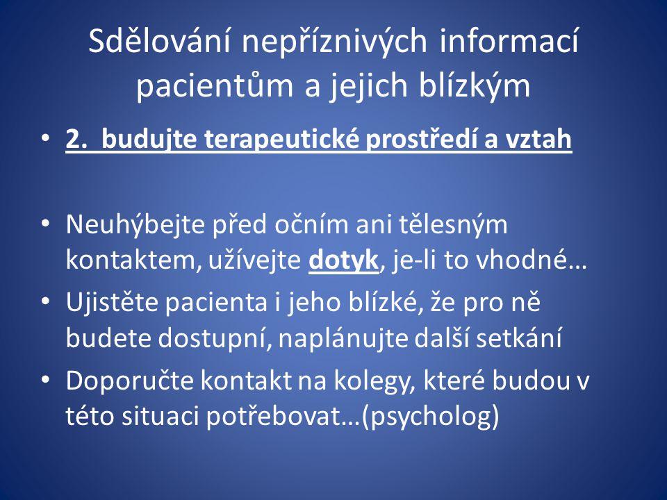 Sdělování nepříznivých informací pacientům a jejich blízkým 2. budujte terapeutické prostředí a vztah Neuhýbejte před očním ani tělesným kontaktem, už