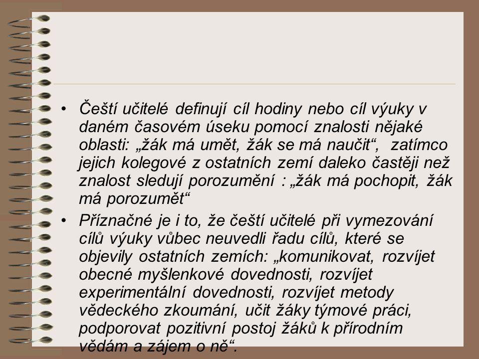 """Čeští učitelé definují cíl hodiny nebo cíl výuky v daném časovém úseku pomocí znalosti nějaké oblasti: """"žák má umět, žák se má naučit"""", zatímco jejich"""