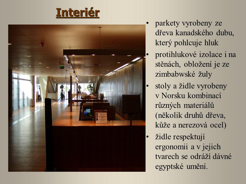 parkety vyrobeny ze dřeva kanadského dubu, který pohlcuje hluk protihlukové izolace i na stěnách, obložení je ze zimbabwské žuly stoly a židle vyrobeny v Norsku kombinací různých materiálů (několik druhů dřeva, kůže a nerezová ocel) židle respektují ergonomii a v jejich tvarech se odráží dávné egyptské umění.