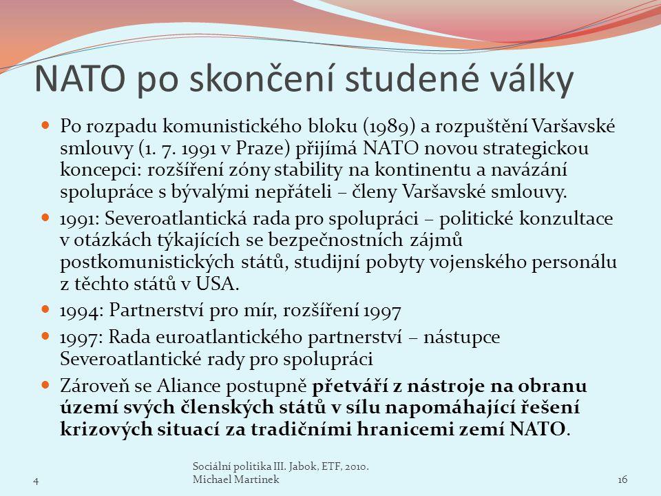 NATO po skončení studené války Po rozpadu komunistického bloku (1989) a rozpuštění Varšavské smlouvy (1. 7. 1991 v Praze) přijímá NATO novou strategic