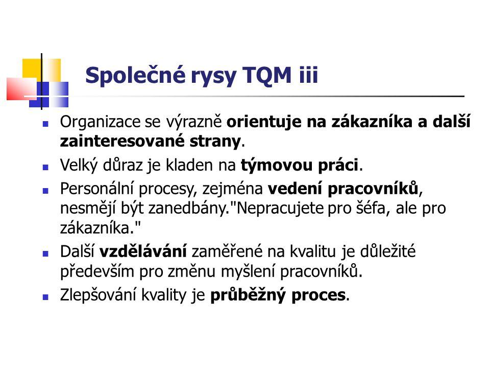 Společné rysy TQM iii Organizace se výrazně orientuje na zákazníka a další zainteresované strany. Velký důraz je kladen na týmovou práci. Personální p