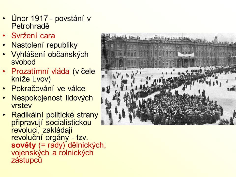 Únor 1917 - povstání v Petrohradě Svržení cara Nastolení republiky Vyhlášení občanských svobod Prozatímní vláda (v čele kníže Lvov) Pokračování ve vál