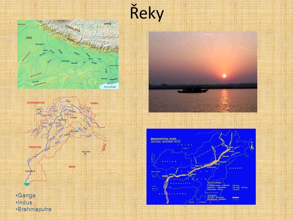 2) Přehled Indie: -městské státy (Indus) -jednotný stát (Ganga) -vpád Hunů 3) Městské státy: -asi polovina 3.tisíciletí př.n.l.