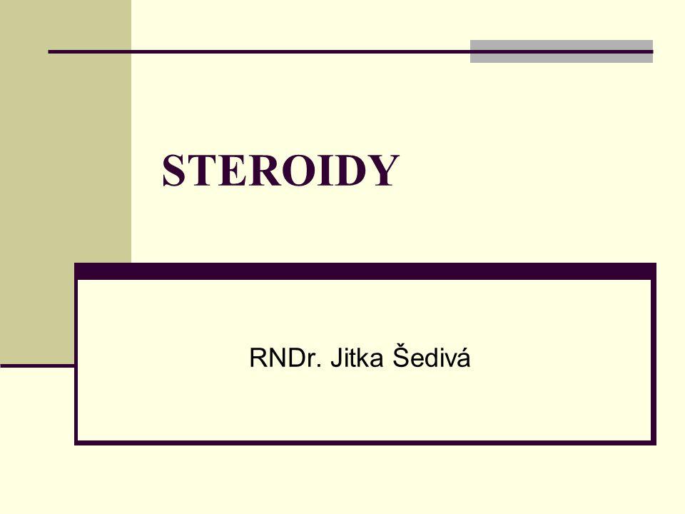 Steroidy Přírodní látky v rostlinném i živočišném těle, plní řadu funkcí Základem je cyklický uhlovodík STERAN Jeho biosyntéza probíhá přes skvalen Rozdělení: 1.