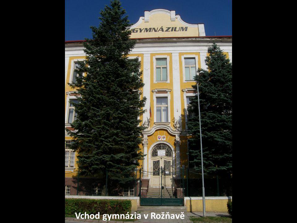 Vchod gymnázia v Rožňavě