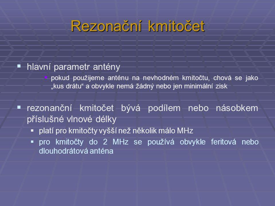 """Rezonační kmitočet  hlavní parametr antény  pokud použijeme anténu na nevhodném kmitočtu, chová se jako """"kus drátu a obvykle nemá žádný nebo jen minimální zisk  rezonanční kmitočet bývá podílem nebo násobkem příslušné vlnové délky  platí pro kmitočty vyšší než několik málo MHz  pro kmitočty do 2 MHz se používá obvykle feritová nebo dlouhodrátová anténa"""