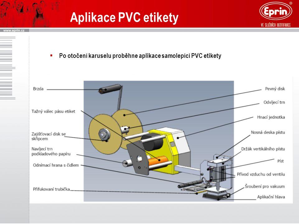  Po otočení karuselu proběhne aplikace samolepící PVC etikety Aplikace PVC etikety
