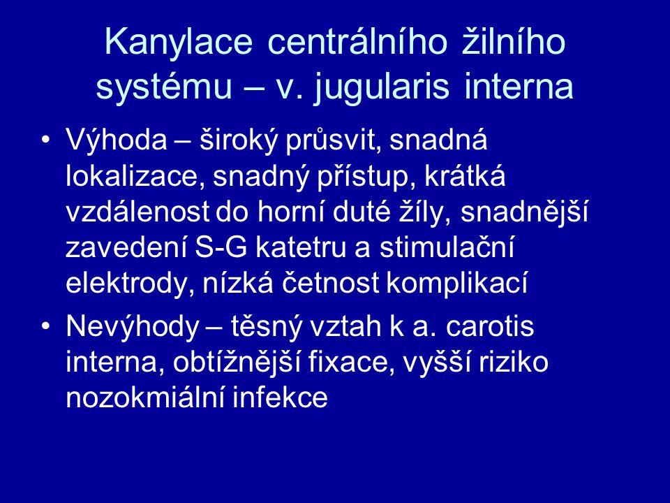 Kanylace centrálního žilního systému – v. jugularis interna Výhoda – široký průsvit, snadná lokalizace, snadný přístup, krátká vzdálenost do horní dut