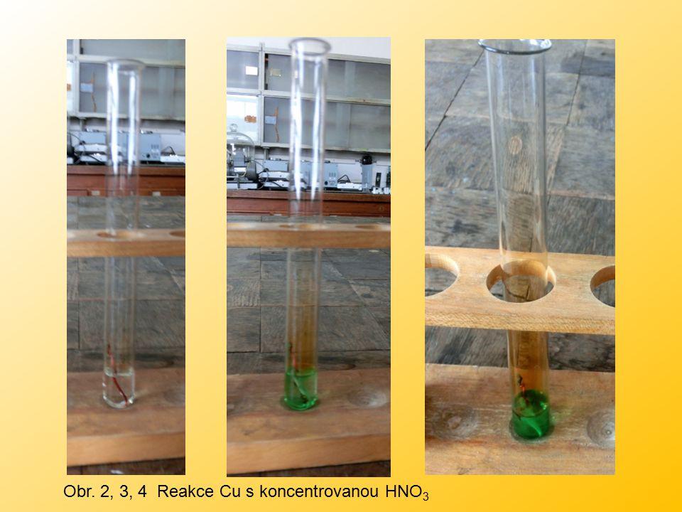 Obr. 2, 3, 4 Reakce Cu s koncentrovanou HNO 3