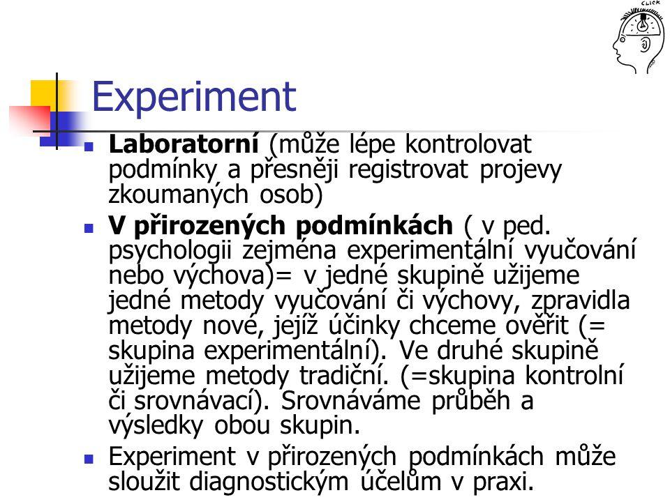 Experiment Laboratorní (může lépe kontrolovat podmínky a přesněji registrovat projevy zkoumaných osob) V přirozených podmínkách ( v ped. psychologii z