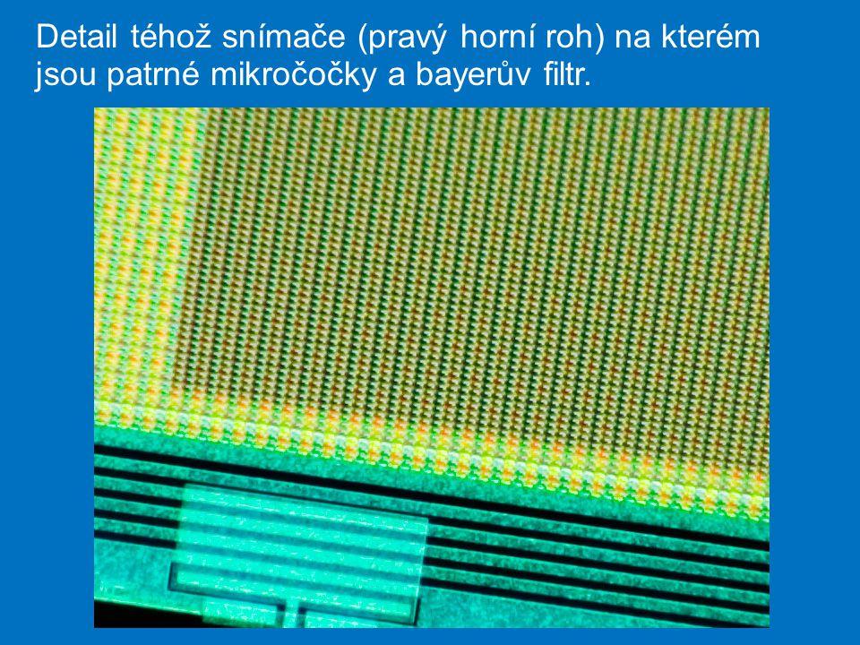 Detail téhož snímače (pravý horní roh) na kterém jsou patrné mikročočky a bayerův filtr.