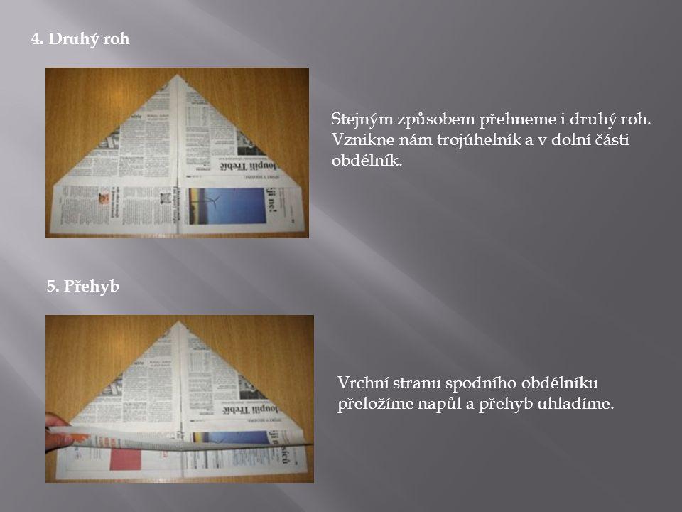6.Druhý přehyb Ještě jednou přehneme obdélník podle spodní strany trojúhelníku a přehyb uhladíme.