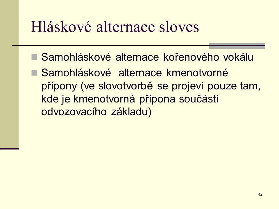 42 Hláskové alternace sloves Samohláskové alternace kořenového vokálu Samohláskové alternace kmenotvorné přípony (ve slovotvorbě se projeví pouze tam,