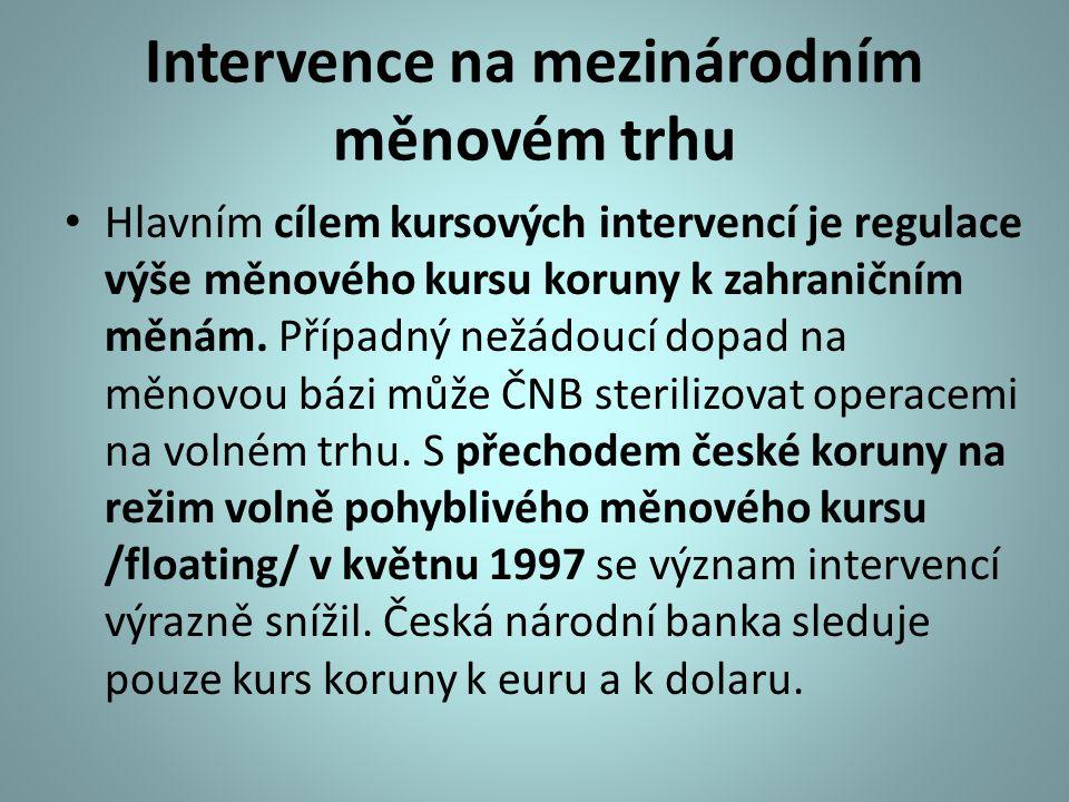 Intervence na mezinárodním měnovém trhu Hlavním cílem kursových intervencí je regulace výše měnového kursu koruny k zahraničním měnám. Případný nežádo