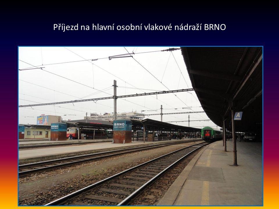 Další snímek z interiéru budovy vlakového hlavního nádraží v Brně