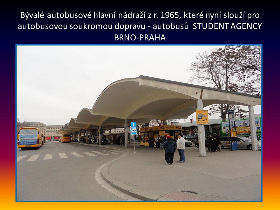 Další pohled na GRAND HOTEL ulice Benešova