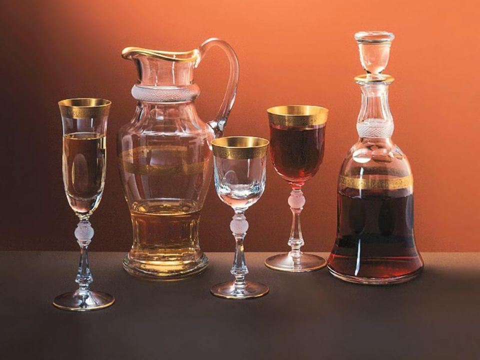 Foukání na huti Polotovary se vyrábějí výhradně ručně na pánvových pecích z různě barevných sklovin, které je možné na výrobcích kombinovat.