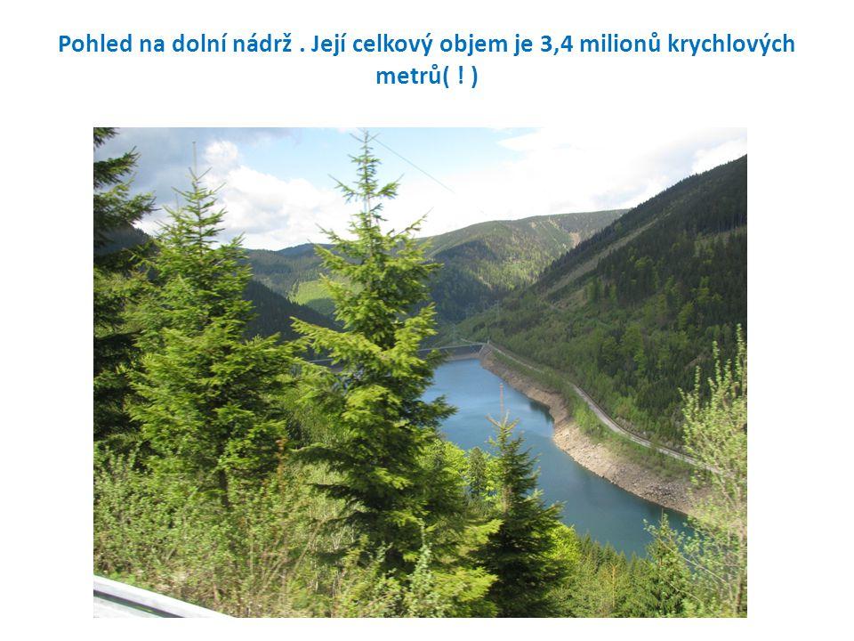 Pohled na dolní nádrž. Její celkový objem je 3,4 milionů krychlových metrů( ! )