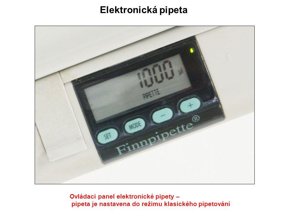 Ovládaci panel elektronické pipety – pipeta je nastavena do režimu klasického pipetování Elektronická pipeta