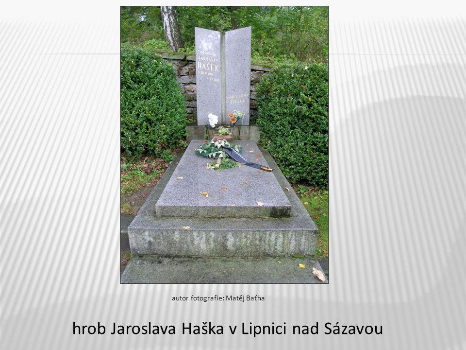 9 hrob Jaroslava Haška v Lipnici nad Sázavou autor fotografie: Matěj Baťha