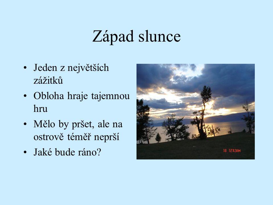 Západ slunce Jeden z největších zážitků Obloha hraje tajemnou hru Mělo by pršet, ale na ostrově téměř neprší Jaké bude ráno