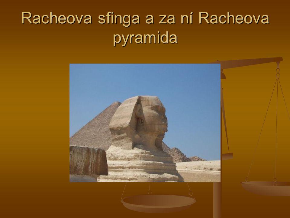 Racheova sfinga a za ní Racheova pyramida