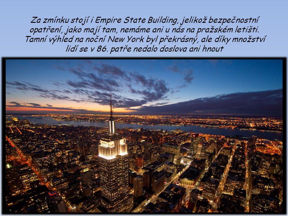 Za zmínku stojí i Empire State Building, jelikož bezpečnostní opatření, jako mají tam, nemáme ani u nás na pražském letišti. Tamní výhled na noční New