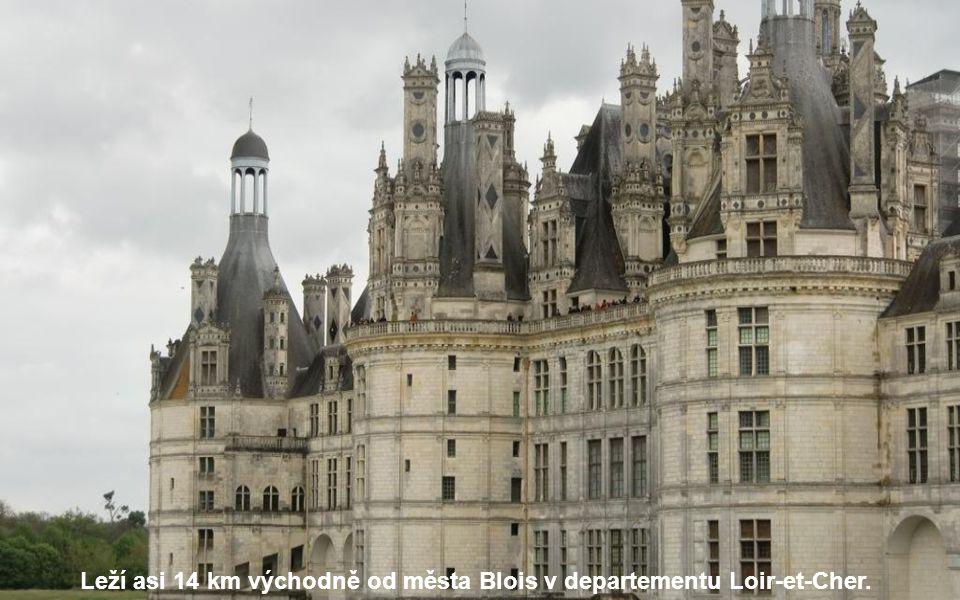Zámek Chambord je největší ze zámků na Loiře ve střední Francii.
