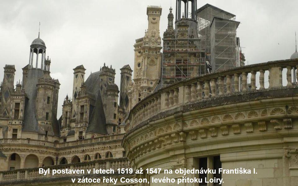 Leží asi 14 km východně od města Blois v departementu Loir-et-Cher.