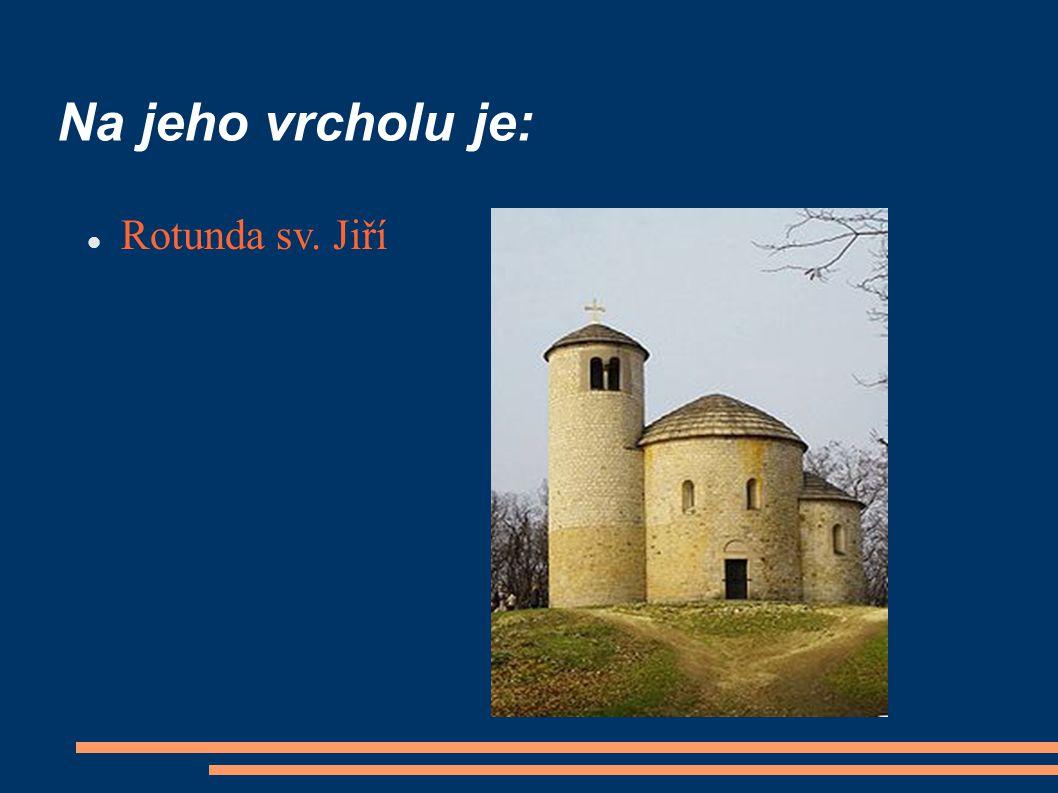 Na jeho vrcholu je: Rotunda sv. Jiří