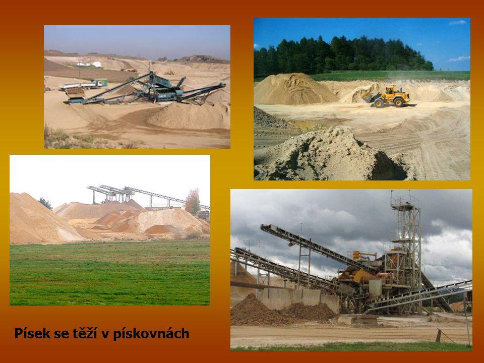 Písek se těží v pískovnách