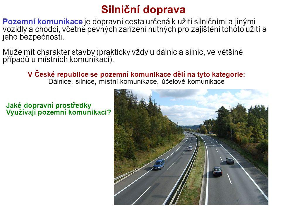 Silniční doprava Pozemní komunikace je dopravní cesta určená k užití silničními a jinými vozidly a chodci, včetně pevných zařízení nutných pro zajiště