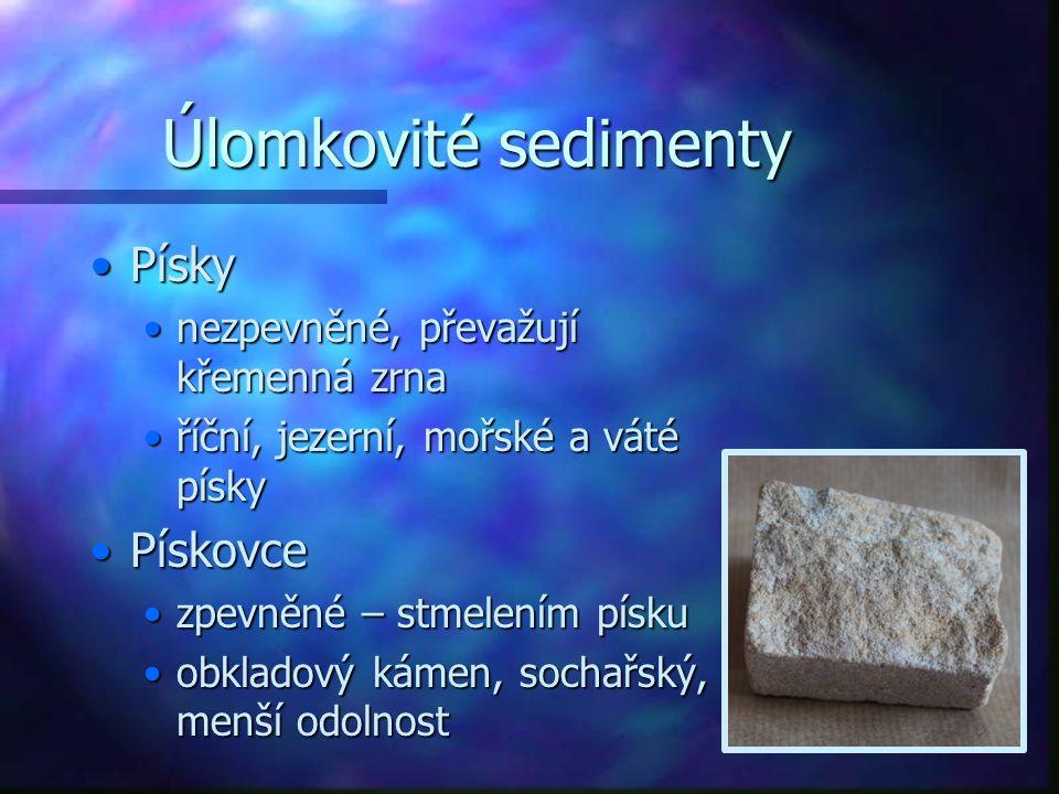 Úlomkovité sedimenty PískyPísky nezpevněné, převažují křemenná zrnanezpevněné, převažují křemenná zrna říční, jezerní, mořské a váté pískyříční, jezerní, mořské a váté písky PískovcePískovce zpevněné – stmelením pískuzpevněné – stmelením písku obkladový kámen, sochařský, menší odolnostobkladový kámen, sochařský, menší odolnost
