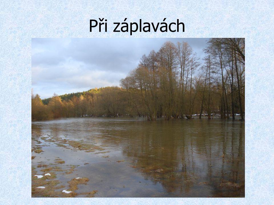 Při záplavách
