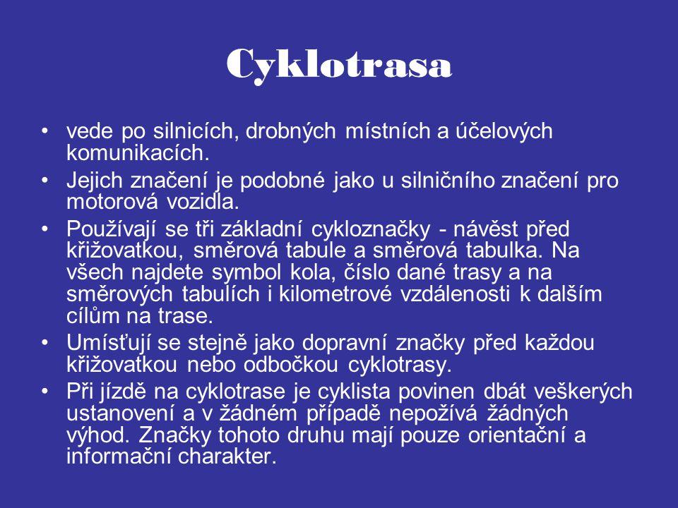 Cyklotrasa vede po silnicích, drobných místních a účelových komunikacích. Jejich značení je podobné jako u silničního značení pro motorová vozidla. Po