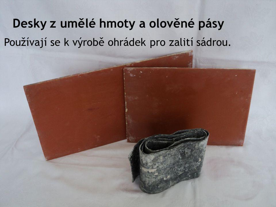 Desky z umělé hmoty a olověné pásy Používají se k výrobě ohrádek pro zalití sádrou.