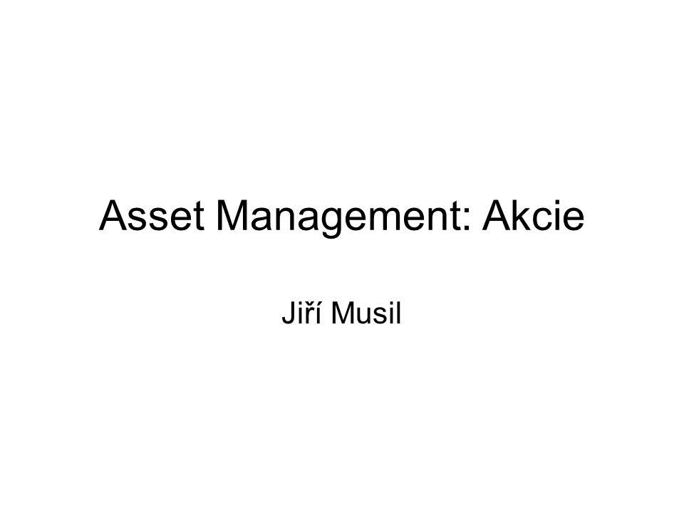 Akciové deriváty Velmi využívané obzvláště od 80 let; na poli asset managementu způsobují masivní rozvoj hedge fondů Možnost koupit nebo prodat akcii v budoucnu za dnes dohodnutou cenu –Forwardy (dohoda mezi dvěma stranamy) –Futures (prostřednictvím burzovního clearingu) Možnost získání práva koupit či prodat akcie za dnes dohodnutou cenu –Call opce – právo koupit v budoucnu akcii za cenu X –Put opce – právo prodat v budoucnu akcii za cenu X Možnost vyměnit si výnosy jednoho aktiva za výnosy jiného aktiva –Swapy (equity swap, total return swap) –Příklad výnos peněžní míry vyměním za výnos akciového indexu
