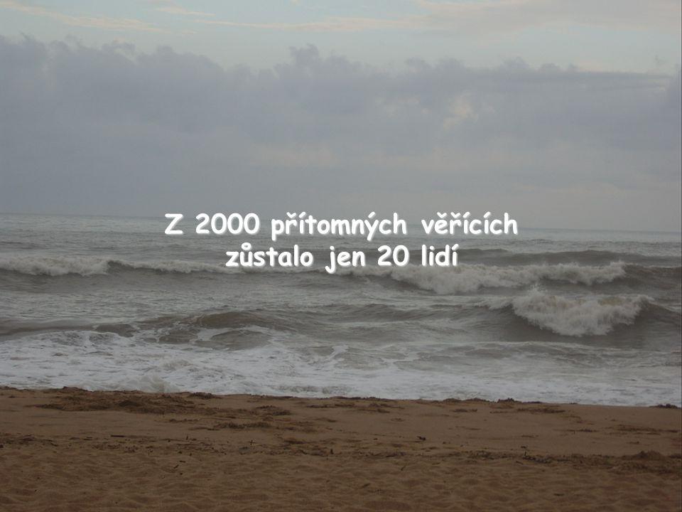 Z 2000 přítomných věřících zůstalo jen 20 lidí