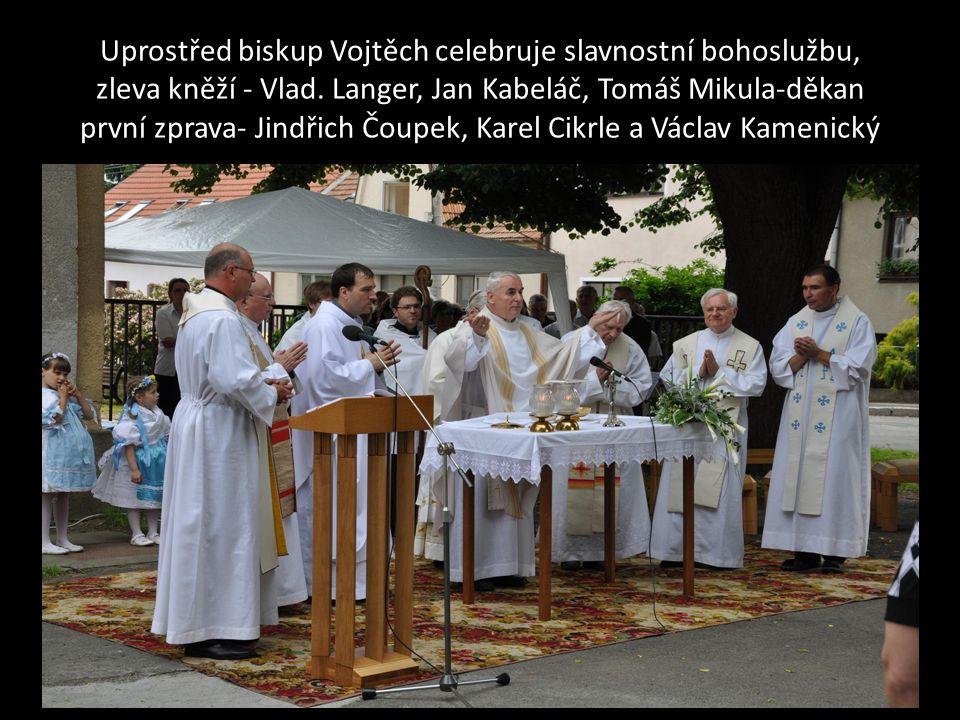 Jáhen Ing. Pavel Kilián při bohoslužbě