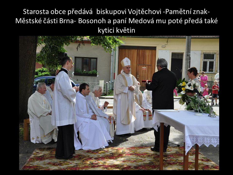 Účastníci slavnostní mše svaté