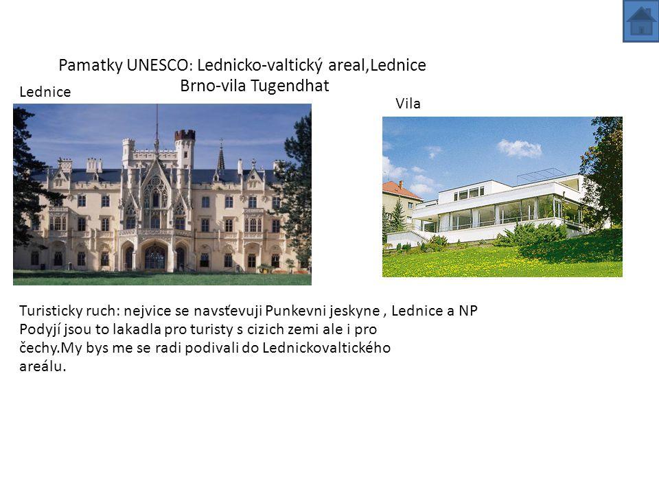 Tradice:V Jihomoravském kraji na Slovácku se lidé přelíkaji do svátečních krojů.